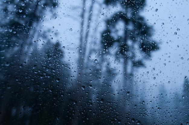 pluie qui tombe à la fenêtre